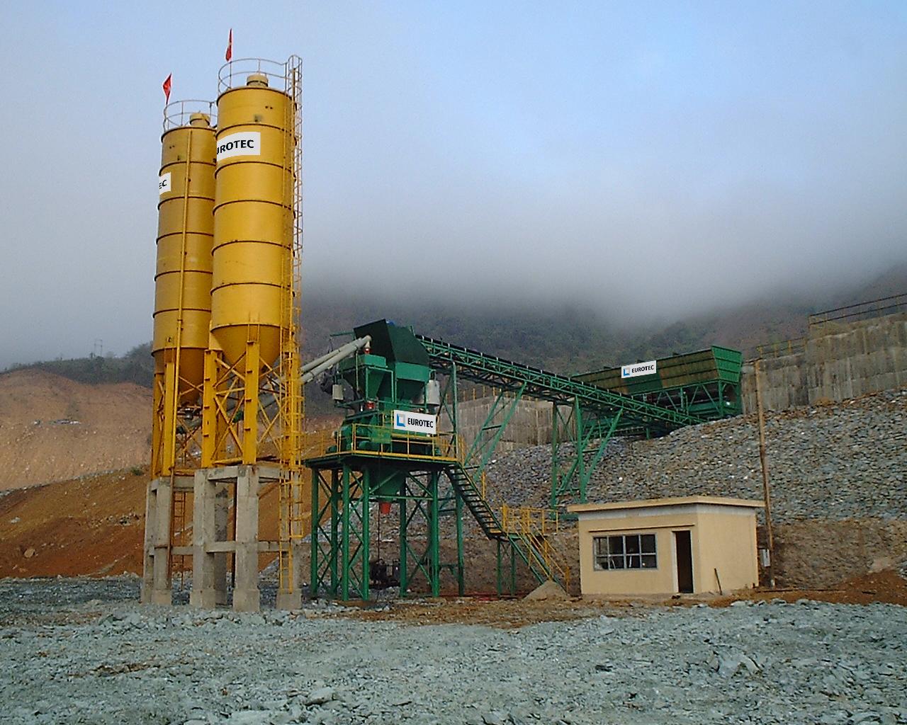 Construction of Sơn La hydropower dam in Vietnam